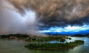 Nuages d'orage se formant sur Banghwa-ri à Gyeongsangnam-do, République de Corée.