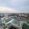 Panneaux solaires sur le toit de la Commission économique et sociale des Nations Unies pour l'Asie et le Pacifique (CESAP), à Bangkok, Thaïlande.