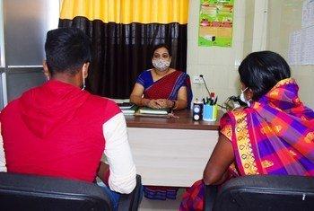 संयुक्त राष्ट्र जनसंख्या कोष (UNFPA) संकट परामर्श व अन्य सेवाओं के लिये कर्मचारियों को ट्रेनिंग दे रहा है.