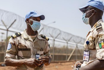 Major Akandal de Souza (à gauche) est le Commandant du contingent béninois à la MINUSMA, au Mali.