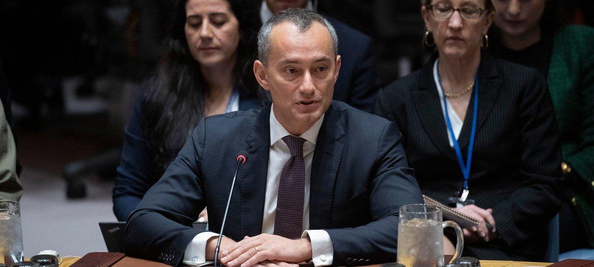 نيكولاي ملادينوف، المنسق الخاص لعملية السلام في الشرق الأوسط، يلقي كلمة في جلسة مجلس الأمن حول الشرق الأوسط.