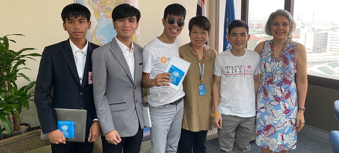 Thitiwatt Sirasjtakorn (centre) and other HIV activists, meet Gita Sabharwal, UN Resident Coordinator in Thailand (right), and Patchara Benjarattanaporn, (second from right) Thailand Country Director for UNAIDS in December 2020