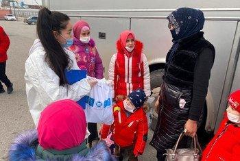 При поддержке ЮНИСЕФ, ЕС и сотрудников НПО Зухра сможет вскоре получить гражданство, а ее сын Тимур - свидетельство о рождении.