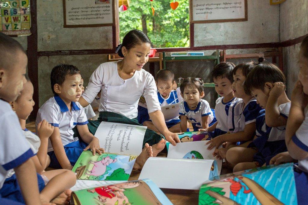 Enfants dans une école maternelle au Myanmar