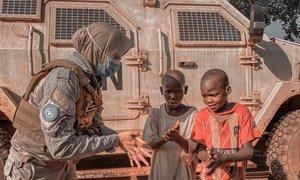 Kitengo cha kulinda amani wa Umoja wa Mataifa katika Jamhuri ya Afrika ya Kati (MINUSCA) kimeanza doria za kuelimisha jamii  jinsi ya kujinga dhidi ya COVID-19 kusaidia kuzuia kuenea kwa virusi.