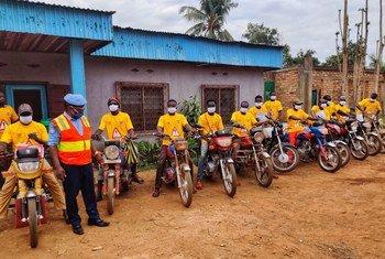 تلقى حوالي 300 سائق، بما في ذلك سائقو سيارات الأجرة والدراجات النارية في بانغي، معلومات حول التدابير الوقائية لمكافحة الفيروس التاجي.