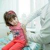 Прививка - это не страшно. Маленькая жительница Украины проходит вакцинацию в поликлинике