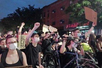 محتجون ضد عنف الشرطة والعنصرية في بروكلين، نيويورك، الولايات المتحدة الاميريكية.