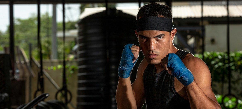 埃尔德里克正在特立尼达和多巴哥库瓦的一家拳击俱乐部训练。