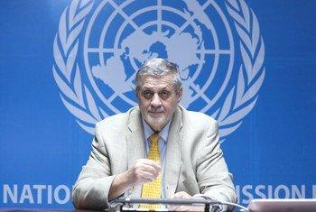 يان كوبيش، المبعوث الخاص إلى ليبيا، ورئيس بعثة الأمم المتحدة للدعم في ليبيا (أونسميل)، أثناء إلقاء كلمته في افتتاح الاجتماع الافتراضي لملتقى الحوار السياسي الليبي