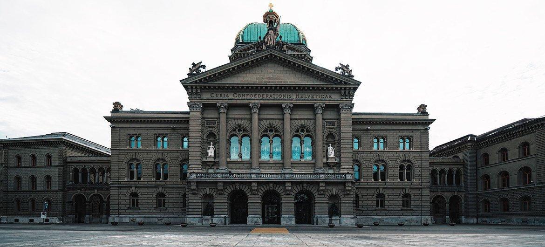 स्विट्ज़रलैण्ड की राजधानी बर्न स्थित स्विस संसद की इमारत