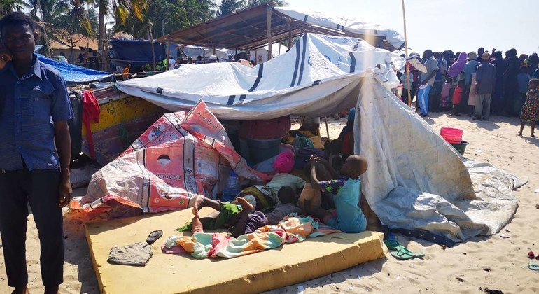 A group of people, having fled violence in several districts of Cabo Delgado, arrive in the provincial capital, Pebma.