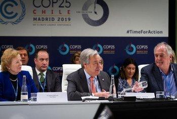 Katibu Mkuu wa UN Antonio Guterres akihutubia kikao cha ngazi ya juu kuhusu kutunza tabianchi, kandoni mwa COP25 huko Madrid Hispania leo Desemba 11, 2019