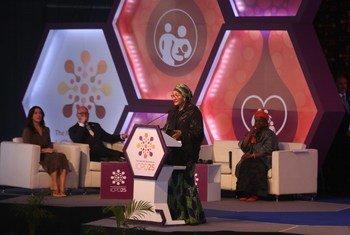 Заместитель Генерального секретаря ООН Амина Мохаммед выступает в Найроби на встрече, посвященной народонаселению.