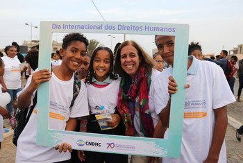 Ana Patricia Graça (2nd from right), UN Resident Coordinator in Cape Verde meets young activists on Human Rights Day. (file photo)