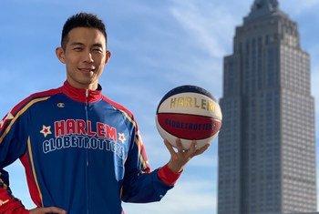 """今年加入""""哈林篮球队""""的首位中国球员姜山。"""