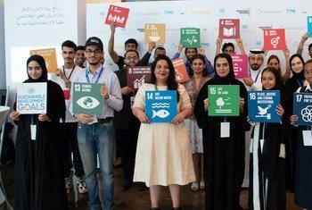 شباب مشاركون في لمنتدى العالمي لرواد الأعمال والاستثمار يحملون أهداف التنمية المسدامة 17