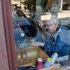 Когда люди в возрасте имеют возможность работать, экономика всей страны получает прибыль. На фото: Северная Македония.