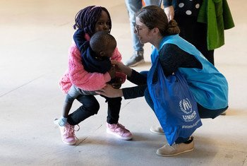 A UNHCR staffer welcomes resettled refugees originally from Syria and South Sudan at Lisbon airport in Portugal. (file)