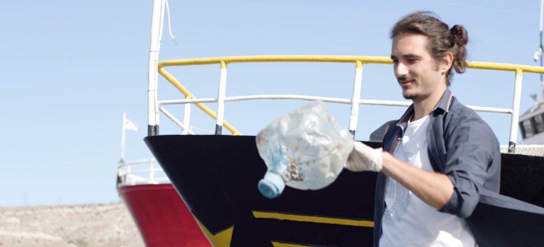 ग्रीस के लेफ़्तेरिस अरापाकिस को संयुक्त राष्ट्र पर्यावरण कार्यक्रम (यूनेप) द्वारा पृथ्वी की युवा चैम्पियन, 2020 के रूप में पहचान मिली है.