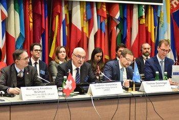 联合国反恐怖主义办公室副秘书长弗拉基米尔·沃龙科夫在维也纳举行的关于外国恐怖主义战斗人员构成的挑战的区域会议上发表讲话。