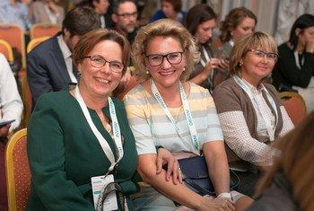Заведующая лабораторией ИНВИТРО в Санкт-Петербурге Наталья Пешкова c коллегами на конференции