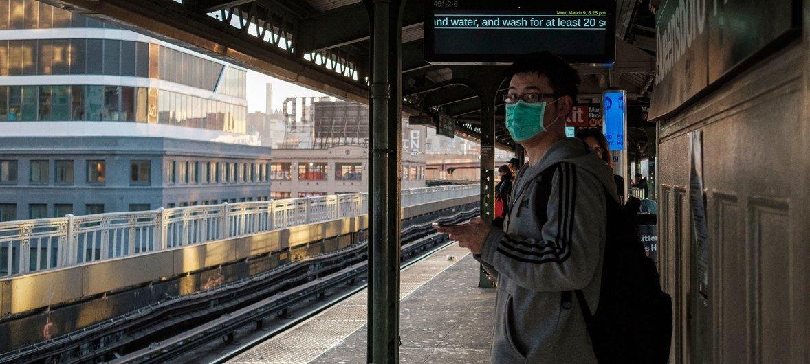 为了预防冠状病毒,越来越多的纽约人似乎呆在家里,不通勤上班。