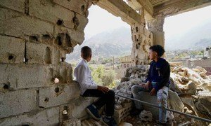 也门塔伊兹的儿童。