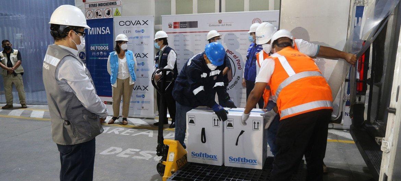 Le Pérou reçoit des vaccins contre la Covid-19 par le biais du mécanisme COVAX.