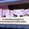 La presidenta del 14º Congreso de la ONU sobre Prevención del Delito y Justicia Penal, la ministra japonesa de Justicia, Yoko Kamikawa (centro), clausura el evento celebrado en la ciudad japonesa de Kioto.