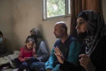 بعد عشر سنوات من بدء الأزمة السورية، تعيش أسرة لاجئة ظروفا صعبة مع الفقر ومشاكل الصحة العقلية