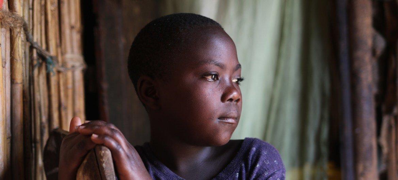 Anwarita dans la maison de sa famille adoptive à Bona, dans la province de l'Ituri.