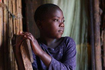 Anwarita akiwa nyumbani kwa wazazi wake walezi huko Bona, jimboni Ituri nchini Jamhuri ya Kidemokrasia ya Congo, DRC.