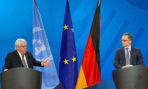 السيد مارتن غريفيثس، المبعوث الخاص للأمين العام للأمم المتحدة إلى اليمن، ووزير خارجية ألمانيا هايكو ماس بعد اجتماعهما في برلين حول اليمن.