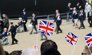 英国退伍军人举行游行。