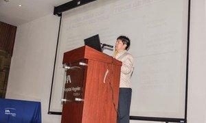 La doctora en bioética, Cruz Netza, imparte una conferencia en Mëxico.