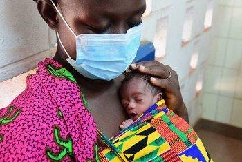 UNICEF ayuda a los más niños más vulnerables para protegerlos del impacto del coronavirus en países como Côte d'Ivoire.