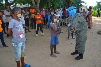 UN Police hold a COVID-19 information session for vulnerable street children in Kananga, Democratic Republic of the Congo.