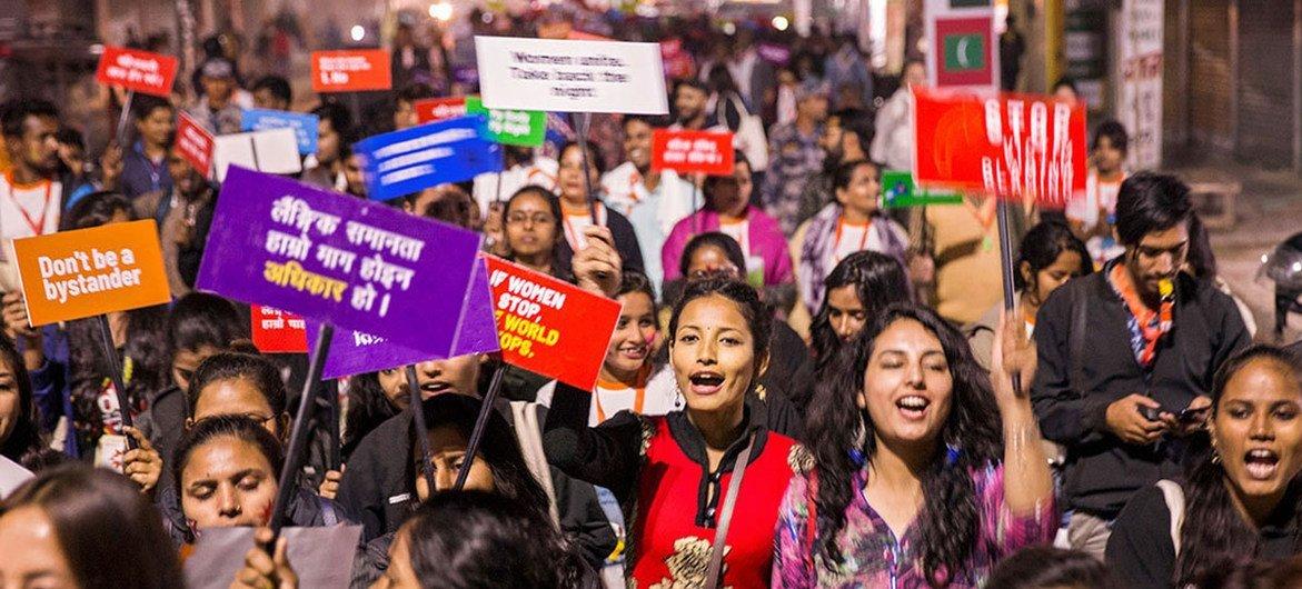 مظاهرة شبابية مطالبة بالمساواة بين الجنسين وحقوق المرأة في النيبال.