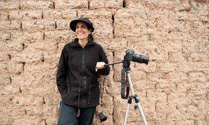Aldana es una mujer argentina que ha creado un taller de cine en un pueblo del norte del país para que los jóvenes expresen sus emociones e ideas, al tiempo que se empoderan.