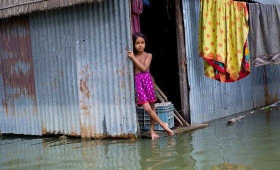 Cheias, como esta em Bangladesh, são o desastre natural mais comum