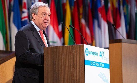 O secretário-geral António Guterres discursa na 40ª Conferência Geral da Unesco em Paris.