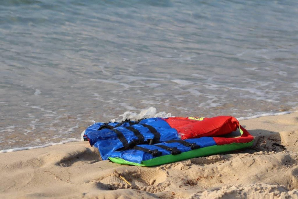 Le gilet de sauvetage d'un migrant mort après le naufrage d'une embarcation au large de la Libye