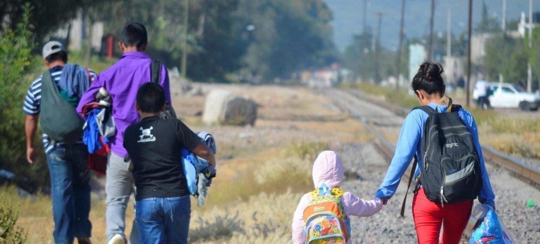 Niños migrantes en México.