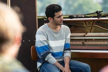 عازف البيانو الفلسطيني أيهم أحمد