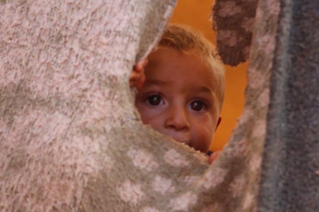 Un enfant dans un camp de déplacés dans la région d'Idlib, près de la frontière avec la Turquie.