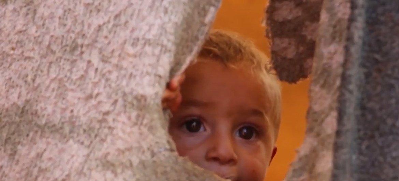 Un niño refugiado en un campamento para desplazados en Idlib.