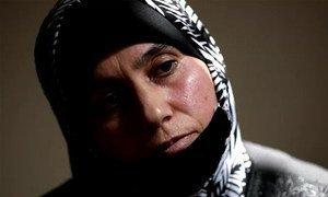 35-летняя Хала, беженка из Сирии, уже десять лет живет в Ливане - столько лет в ее родной стране длится война.