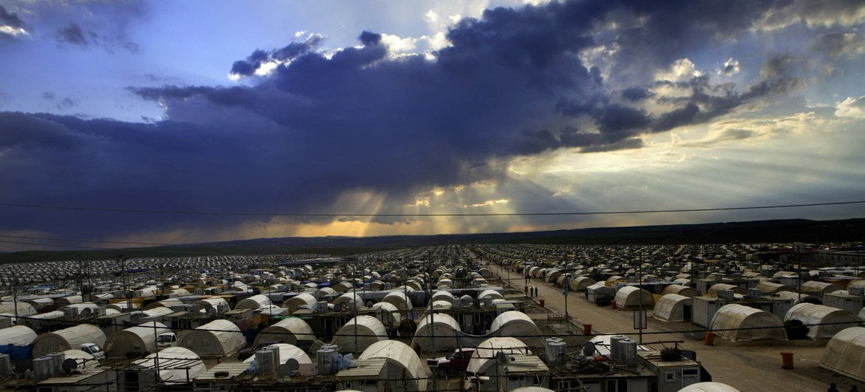 """恐怖组织""""伊黎伊斯兰国""""猖獗时期,伊拉克北部收容雅兹迪人的难民营。"""