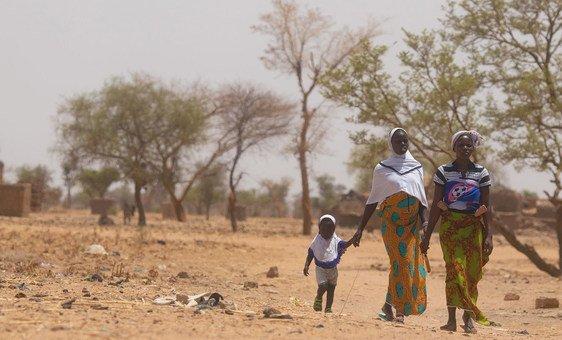Família no Burkina Fasso, afetada por insegurança alimentar